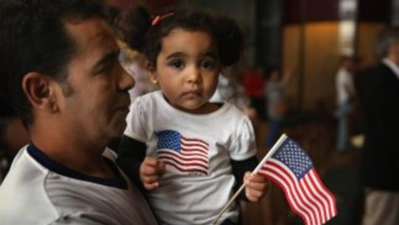 Los hijos menores de 18 años obtienen automáticamente la ciudadanía de s...