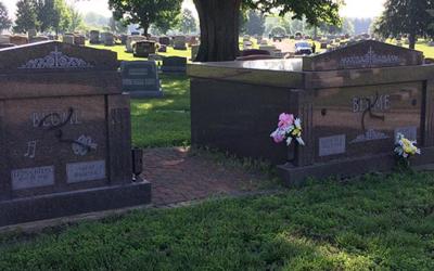 Trabajadores de los cementerios creen que este incidente de odio puede e...