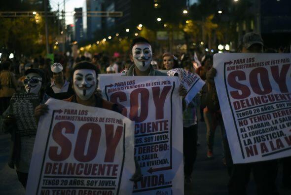 Un grupo de estudiantes particpan en la marcha organizada en la Ciudad d...