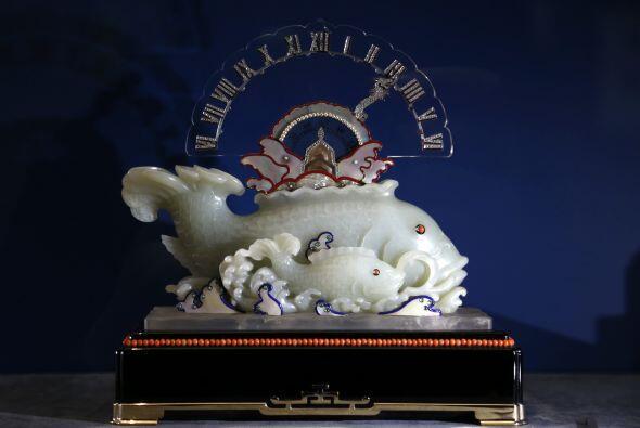Este objeto también es un reloj que tiene forma de pez y que fue diseñad...