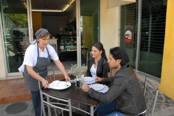Ana y Luis esperaban ansiosos para probar el más dulce de los platillos...