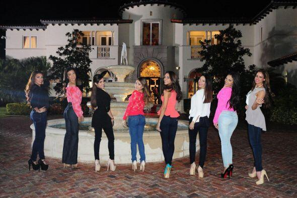¿Qué tal una foto en la fuente? Las chicas nos mostraron por qué son bel...