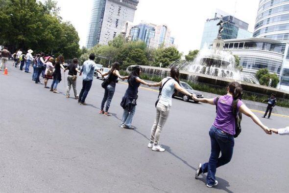 Miles de personas participaron en la capital mexicana, en una cadena hum...