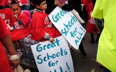 Miles de estudiantes, padres y educadores se reúnen en Brooklyn d...