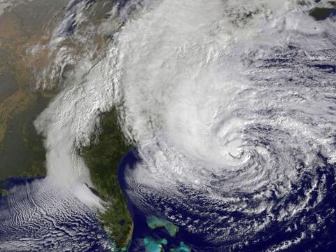 """Según el Centro Nacional de Huracanes (CNH), """"Sandy"""" ya..."""