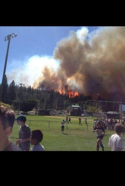 Bomberos a los largo del estado han trabajado para combatir los incendio...