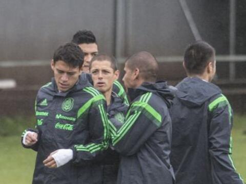 El Tri volvió a las instalaciones del Club Santos entrenando con...