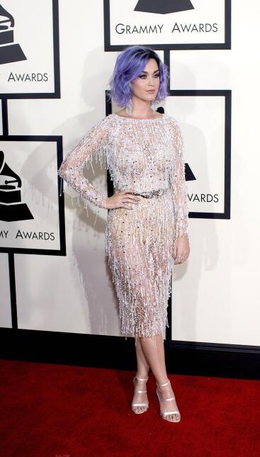 En 2015, Katy Perry asistió a la57 entrega de los Grammy Awards con pelo...
