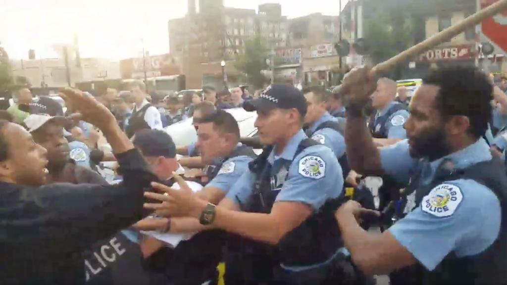 Protestas y enfrentamientos en Chicago por la muerte de un hombre a manos de la policía (univision.com)