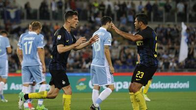 Inter gana al Lazio, pero cerrará el año fuera de la zona europea