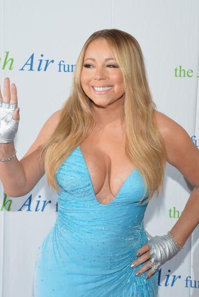 Mariah presumió sus curvas en un vestido azul. Aquí los vi...
