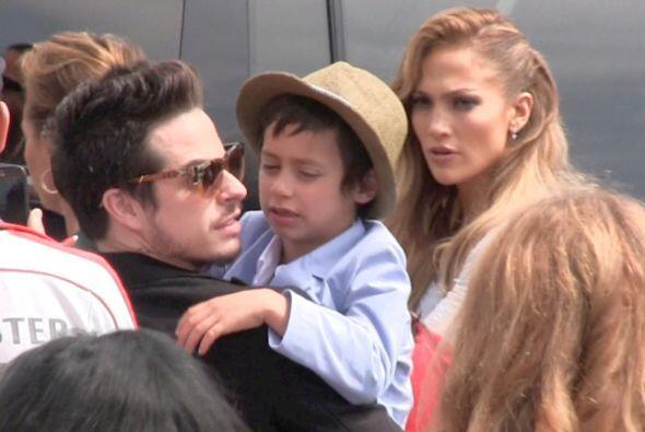 La cantante llevó a sus hijitos, Emme y Max, al estreno de su cinta anim...