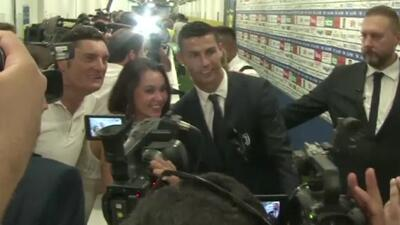 Hasta los periodistas querían fotos con Cristiano... y eso que no les permiten tomarse fotos con jugadores