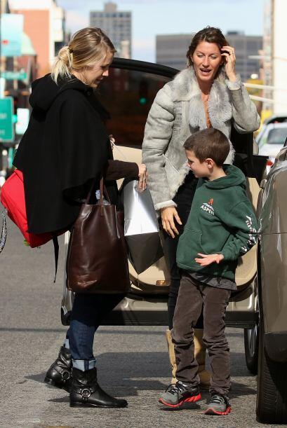 Gisele Bundchen decidió contar con la ayuda de una niñera que se encargu...
