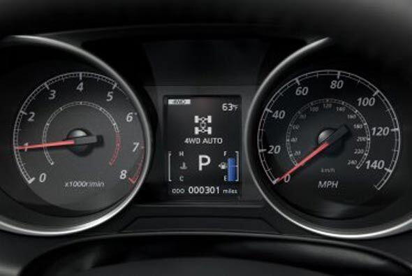Algunas funciones que destacan al interior es el display con indicador E...