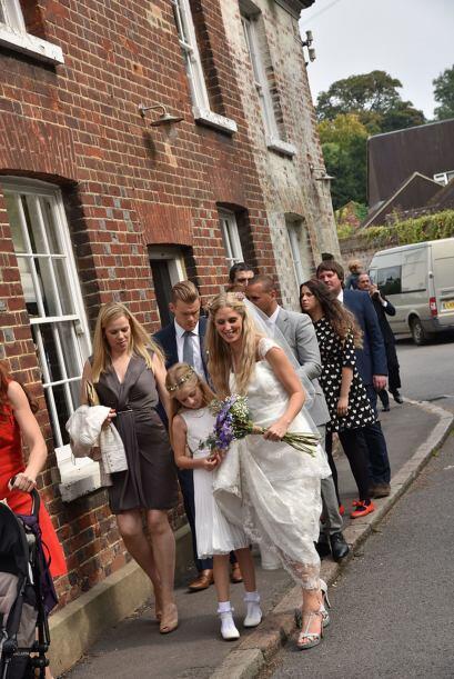 Por su parte los invitados, antes de llegar a la recepción, donde usualm...