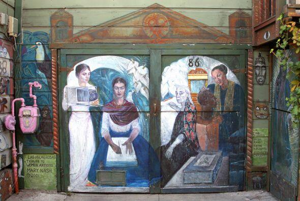 'Las Milagrosas' pintado por Mary Nash. Este mural es un tributo a las m...