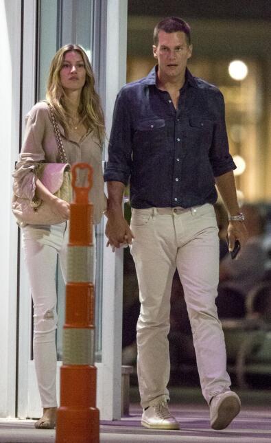 La pareja quiere disipar rumores de que tienen problemas y por eso salen...
