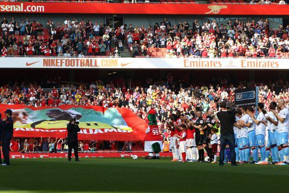 Arsenal se enfrentó al Aston Villa en medio de un homenaje a Fabrice Mua...
