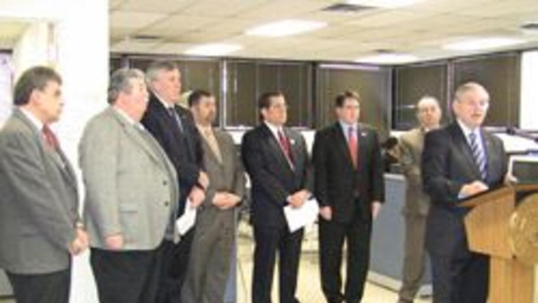 Bob Menéndez dio una mensaje de ayuda para los desempleados en Nueva Jer...