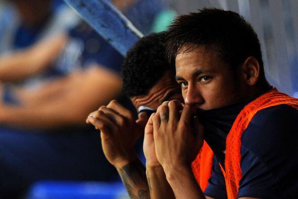Neymar permanecía en el banquillo a la espera de jugar algunos minutos.