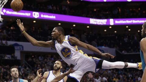 Kevin Durant anotó 16 de sus 33 puntos en el último cuarto.