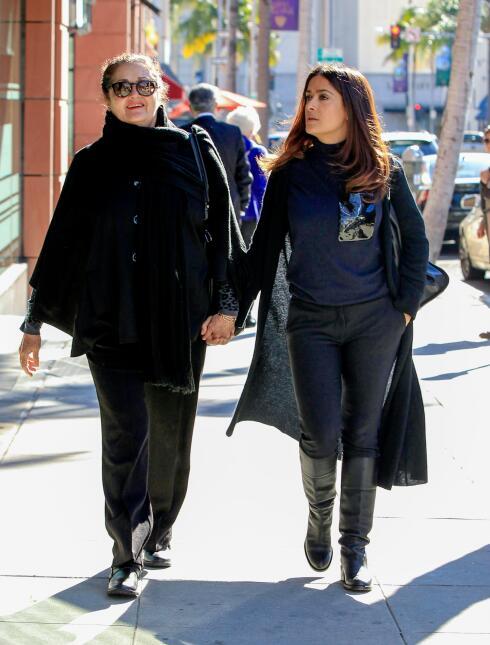 Salma Hayek sale de shopping con su madre, Diana Jiménez.