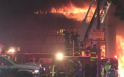 Gran incendio en las inmediaciones del Ingram Mall