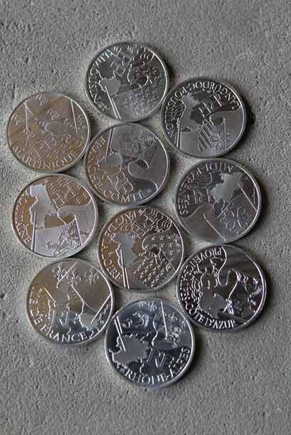 Ahora, en 2010 salieron monedas de 10 y 25 euros en monedas de plata, to...