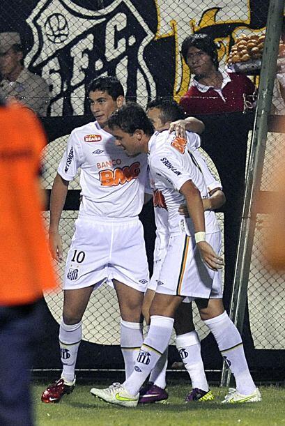 Santos de Brasil venció 2-1 a Cerro Porteño en en el estadio 'La Olla'...