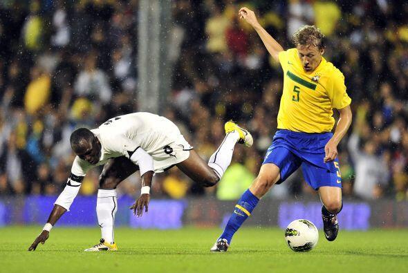 Los brasileños prefirieron aguantar la pelota y esperar a ver si se pres...