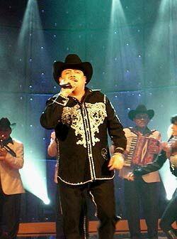 """Además, 'El Compa Chuy' llega son su éxito """"El Katch""""."""