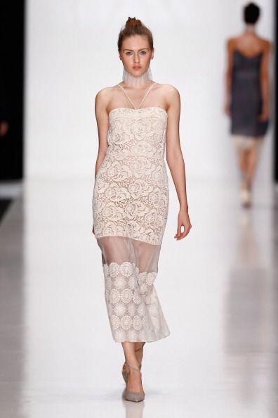Los vestidos con transparencias de encaje o finas telas en grandes zonas...