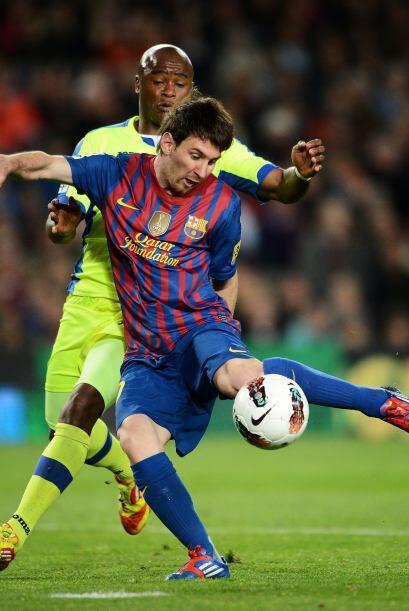 El balón dejó sin chances a Moyá y Barcelona se puso 2  a 0.
