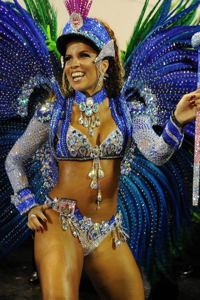 Renata Santos fue la deslumbrante morena que brilló con su atuendo de pl...