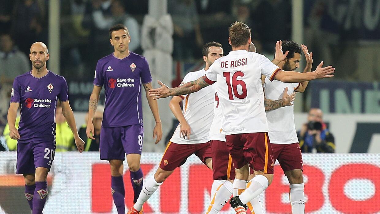 Roma asalta a Fiorentina y es nuevo líder