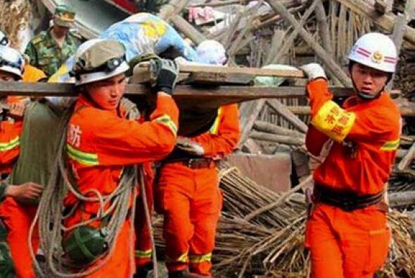 Unos 7,000 efectivos participan en las labores de rescate.
