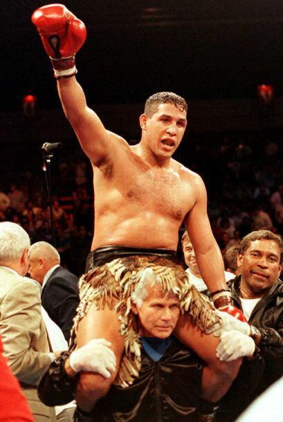 Se convirtió en el primer boxeador en obtener siete títulos.