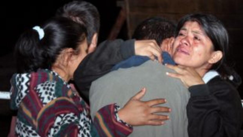 Los restos de diez personas decapitadas fueron encontrados en las primer...