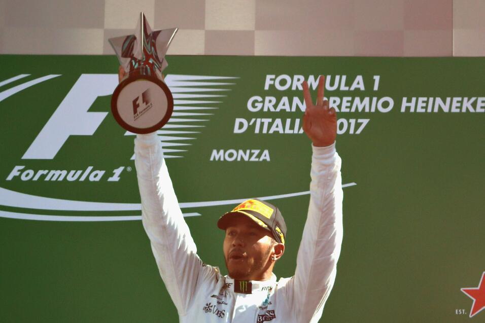 Hamilton gana en Monza y es nuevo líder, Vettel fue tercero Lewis Hamilt...