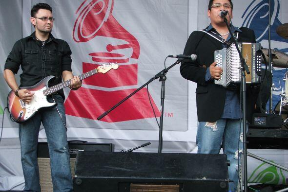 Con sus acordeones y guitarras pusieron al público a bailar.