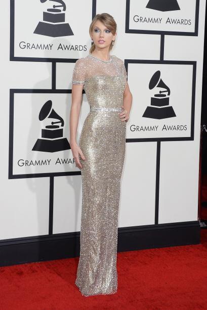 Otro año que no decepcionó Taylor Swift, quien se decantó por una elegan...