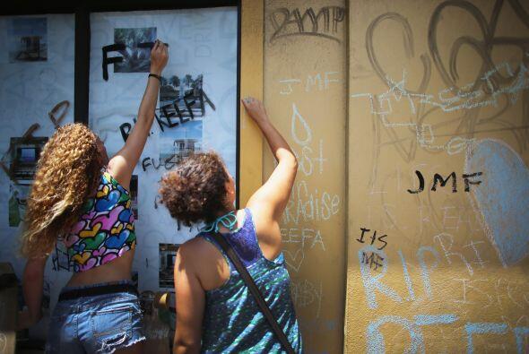El artista pintaba en la pared de un edificio abandonado de Miami Beach...