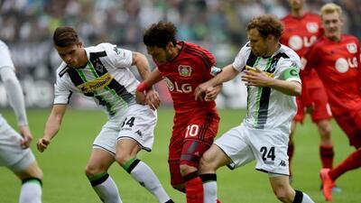 El Gladbach goleó al Bayer Leverkusen en la lucha por el segundo lugar d...