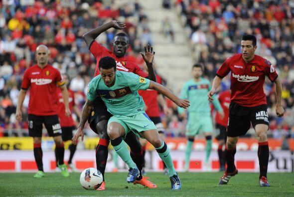 En una jugada confusa, Thiago Alcantara recibió doble amarilla y se fue...