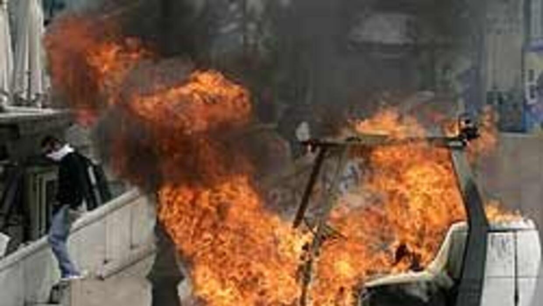 La crisis griega se agrava con tres muertos durante la huelga general b5...