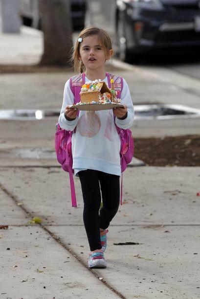 Esta pequeña no pierde el estilo a pesar de ser una niña normal, que asi...