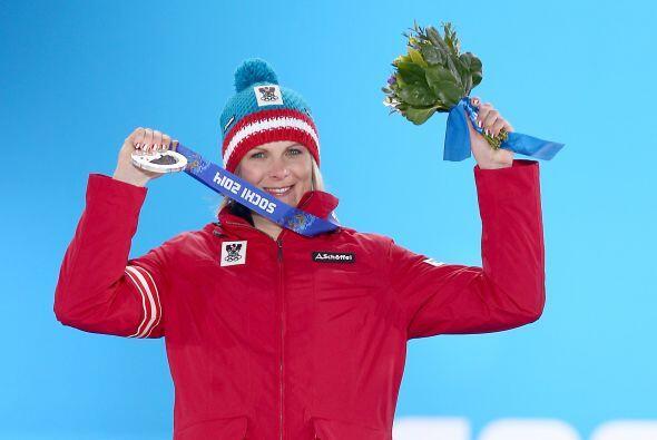 Nicole Hosp de Austria logró una medalla de plata en la prueba fe...