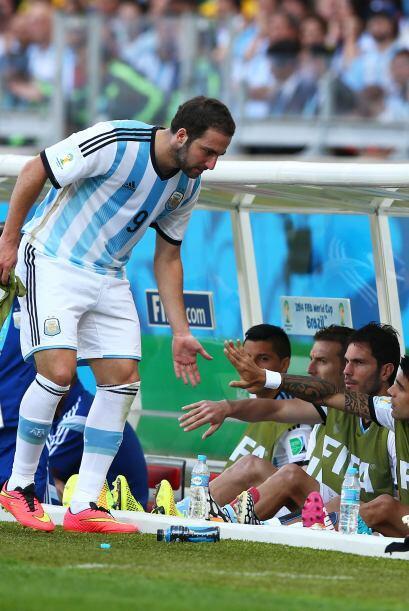 2.- No hay una alineación fija. Maxi Rodríguez y Campagnaro empezaron an...