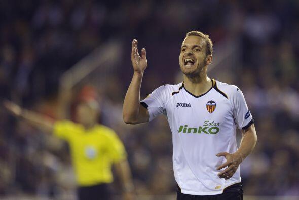 Delanteros, Roberto Soldado: Este atacante del Valencia tuvo un gran jue...